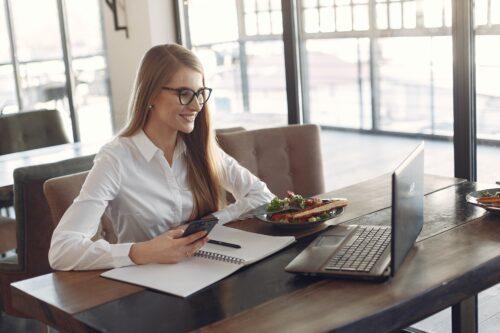 het nieuwe recruitment vrouw kantoor werken
