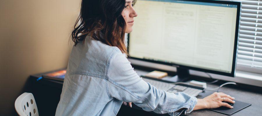 Talent management - vrouw werkt vanuit huis